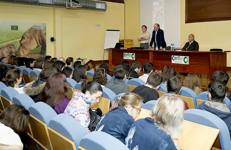ENCUENTRO VETERINARIOS EN EL AULA D EDUCACION EN CABARCENO. 26 ABR 18