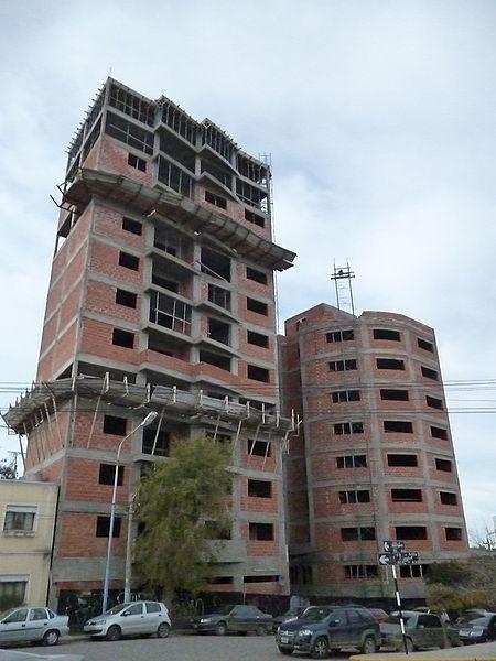 Edificio_en_construcción,_Trelew,_Chubut,_Argentina